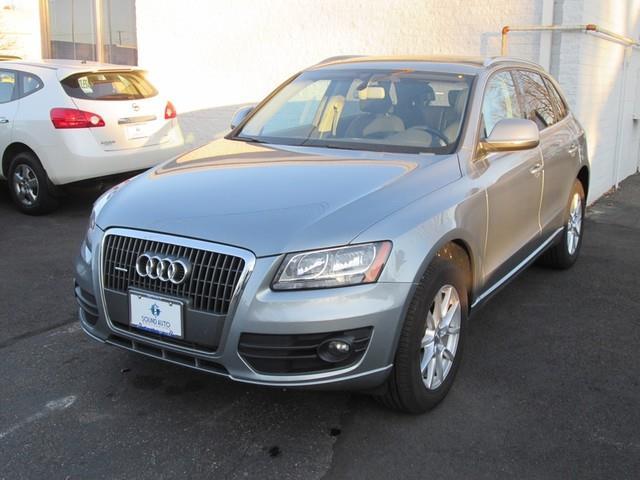 2011 Audi Q5 2.0T quattro Premium photo