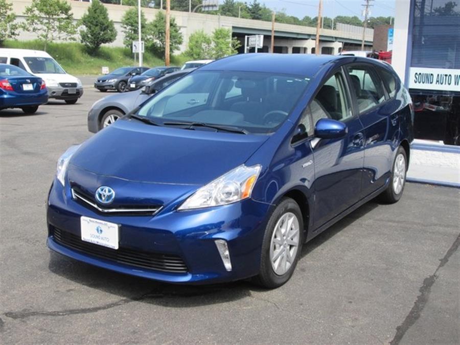 2013 Toyota Prius v Two photo