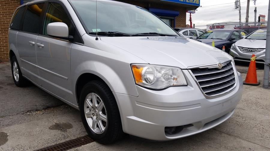Used Chrysler Town & Country 4dr Wgn Touring 2008   New York Motors Group Solutions LLC. Bronx, New York