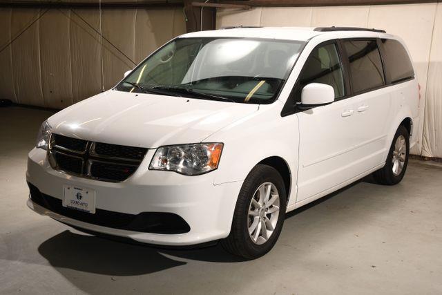 The 2015 Dodge Grand Caravan SXT photos