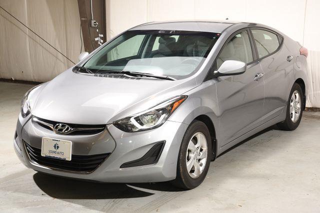 The 2015 Hyundai Elantra SE photos
