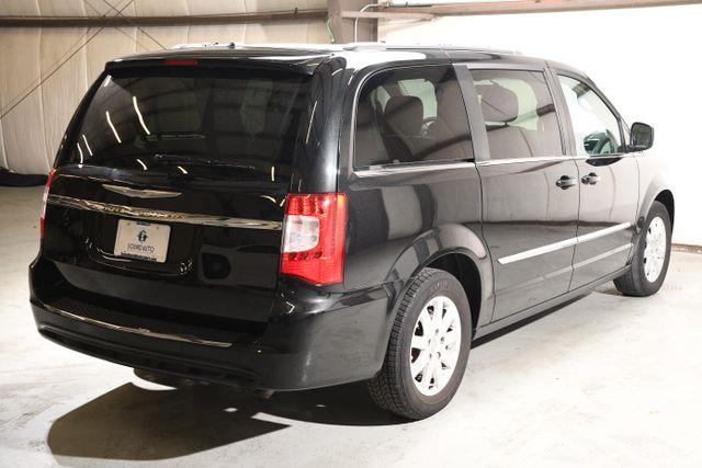 2015 Chrysler Town & Country Touring photo