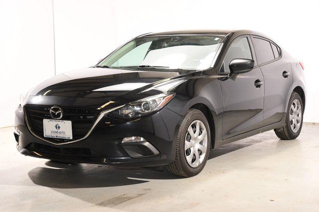The 2015 Mazda Mazda3 i Sport photos