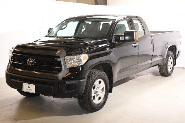 The 2015 Toyota Tundra SR5 photos
