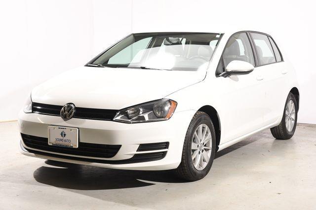 The 2015 Volkswagen Golf TSI S photos