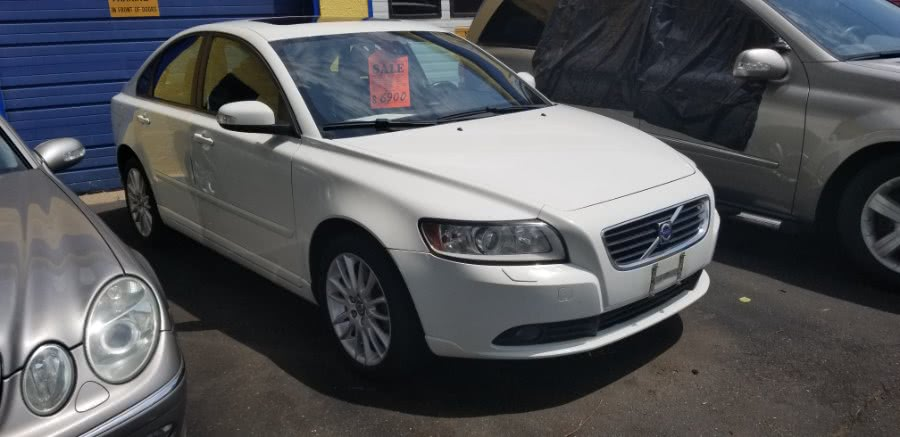 Used Volvo S40 4dr Sdn 2.5T Auto AWD w/Snrf 2008   Classic Motor Cars. East Hartford , Connecticut