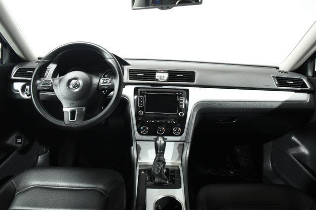 2013 Volkswagen Passat SE PZEV photo