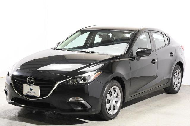 The 2014 Mazda Mazda3 i Sport photos
