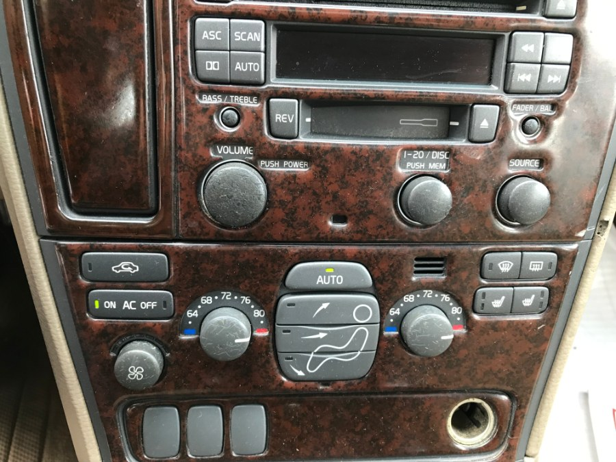 Used Volvo V70 XC AWD A SR 5dr Wgn AWD Turbo w/SR 2001 | ODA Auto Precision LLC. Auburn, New Hampshire