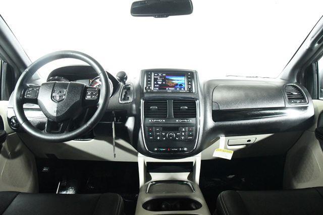 2016 Dodge Grand Caravan SXT Plus photo
