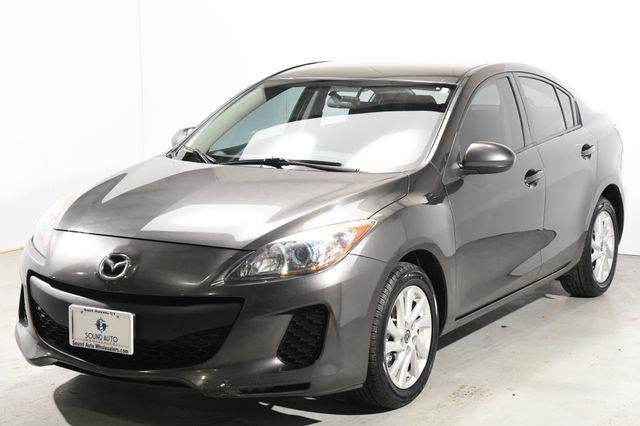 The 2013 Mazda Mazda3 i Touring photos