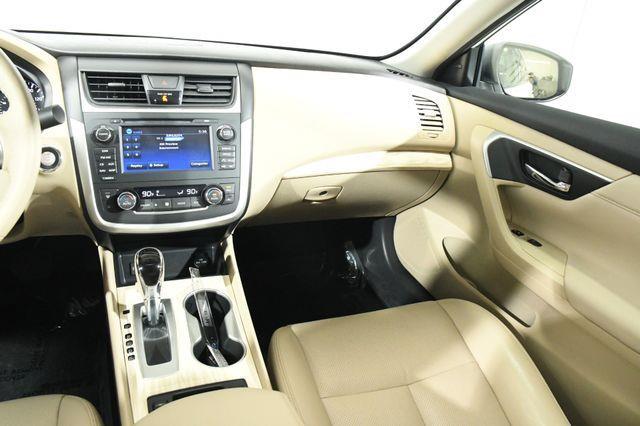 2016 Nissan Altima 2.5 SL w/ Nav & Blind Spot photo