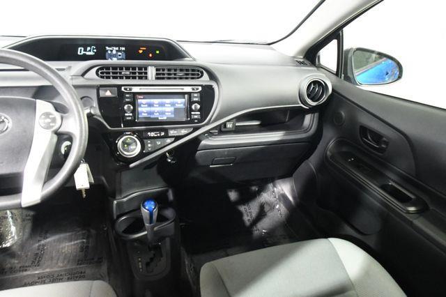 2015 Toyota Prius c Three photo