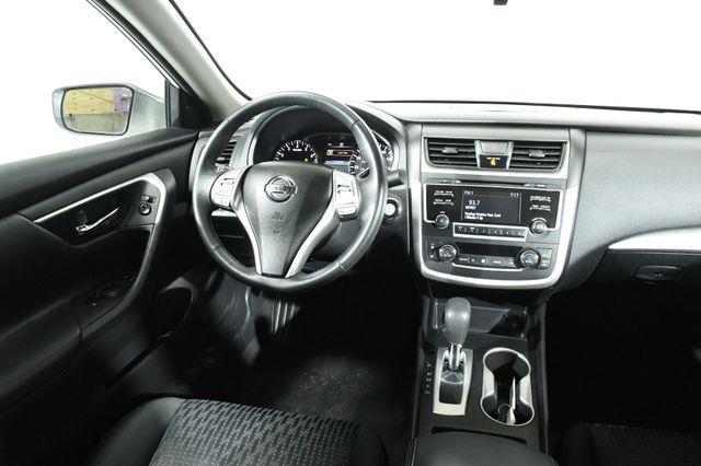 2016 Nissan Altima 2.5 SV photo