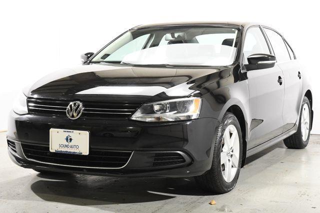 The 2013 Volkswagen Jetta TDI photos