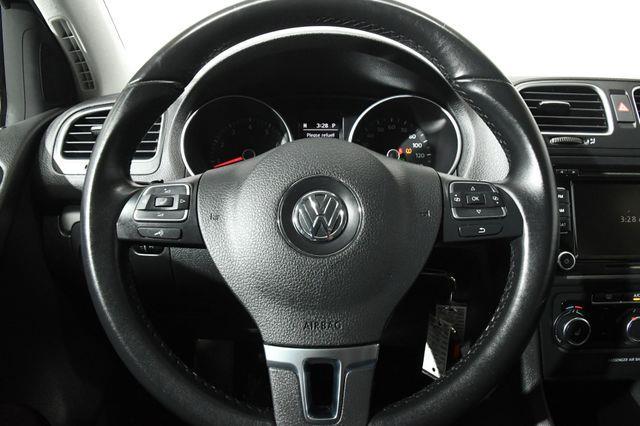 2014 Volkswagen Golf Base PZEV photo