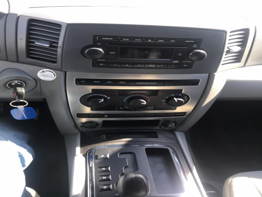 Used Jeep Grand Cherokee 4dr Laredo 4WD 2005   CarMart Auto Services. Farmingdale, New York
