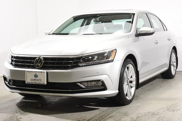 The 2016 Volkswagen Passat 3.6L V6 SEL Premium photos