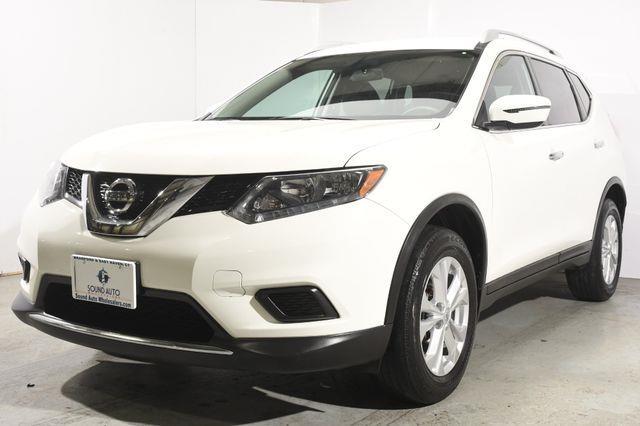 The 2016 Nissan Rogue SV photos