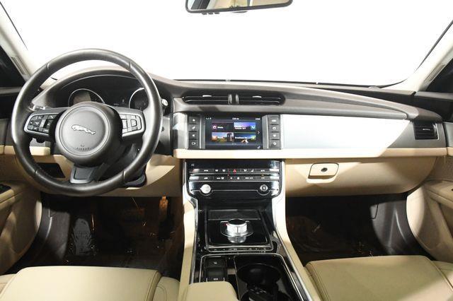 2016 Jaguar XF 35t Premium photo