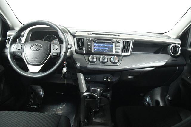2016 Toyota RAV4 LE photo