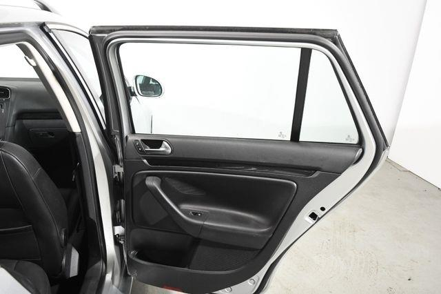 2011 Volkswagen Jetta SportWagen TDI photo