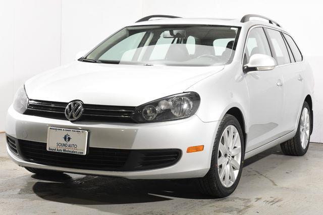The 2011 Volkswagen Jetta SportWagen TDI photos