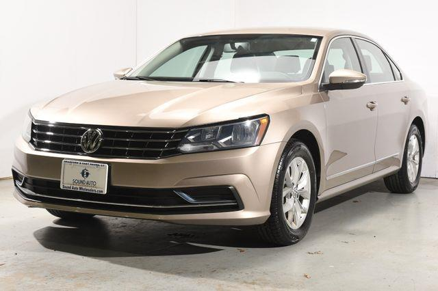 The 2016 Volkswagen Passat 1.8T S photos