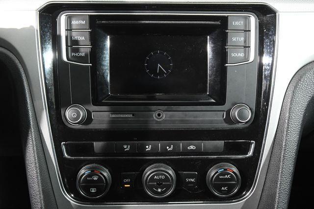 2016 Volkswagen Passat 1.8T S photo