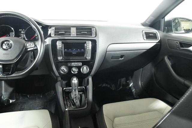 2016 Volkswagen Jetta 1.8T Sport photo