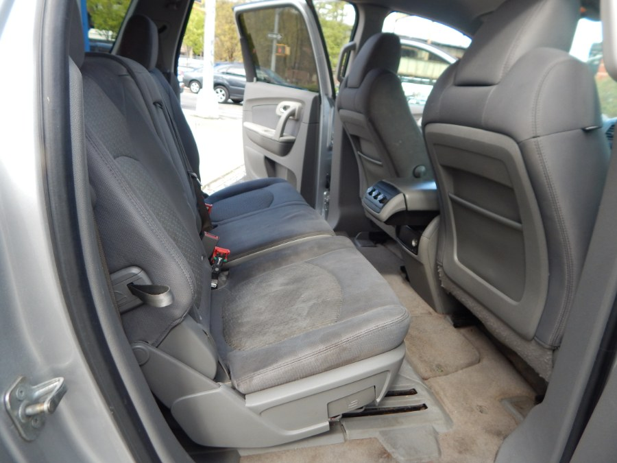 Used Chevrolet Traverse AWD 4dr LS 2010 | Brooklyn Auto Mall LLC. Brooklyn, New York