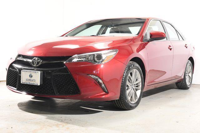 The 2016 Toyota Camry SE photos