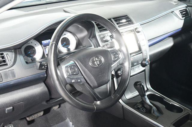 2016 Toyota Camry SE w/Special Edition Pkg photo