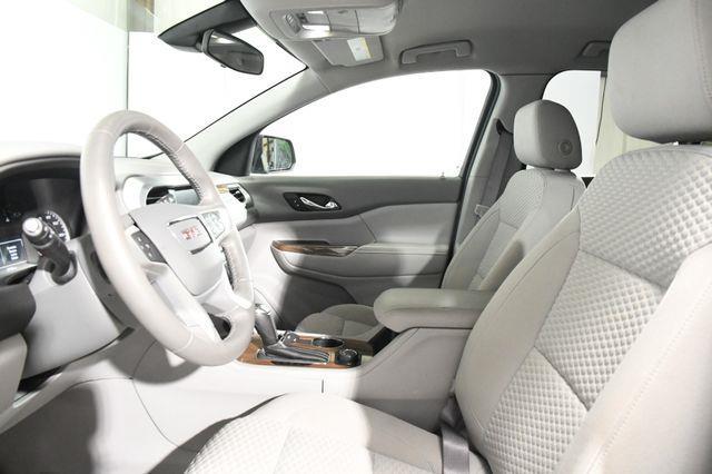 2017 GMC Acadia W/ Blind Spot/ Heated Seats SLE-2 photo