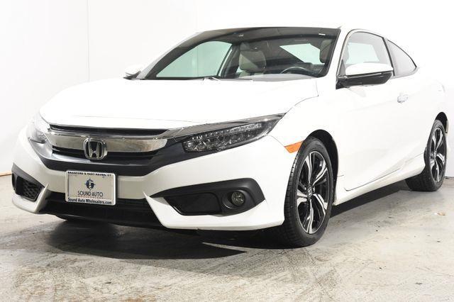 The 2016 Honda Civic Touring photos