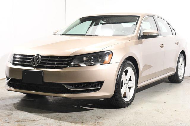 The 2015 Volkswagen Passat 2.0L TDI SE photos