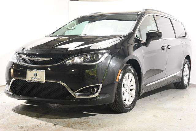2017 Chrysler Pacifica Touring-L photo