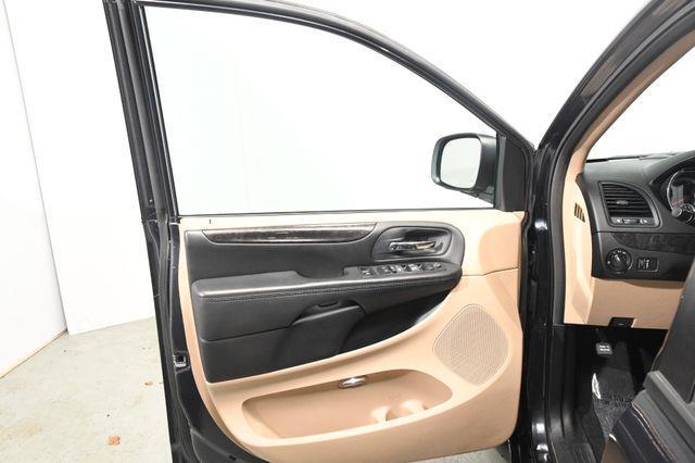 2014 Dodge Grand Caravan SE photo