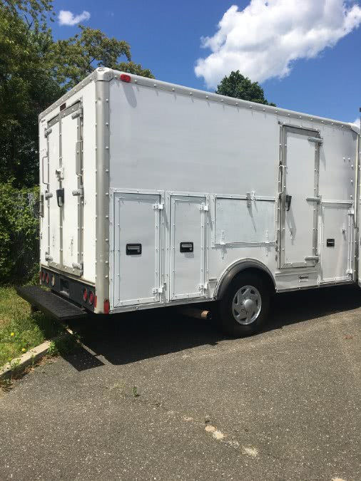 Used 2001 Ford Econoline Commercial Cutaway in Lindenhurst, New York | The Van Depot Inc.. Lindenhurst, New York