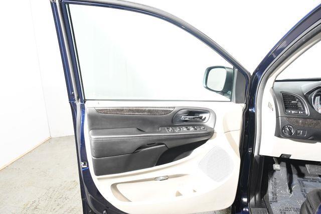 2013 Dodge Grand Caravan SE photo