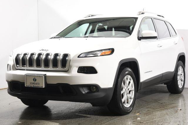 The 2016 Jeep Cherokee Latitude photos