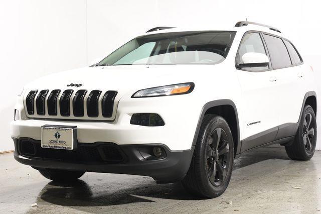 The 2016 Jeep Cherokee Altitude photos