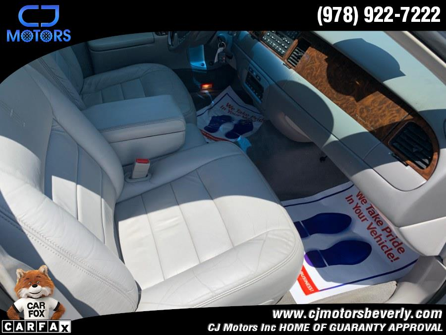 Used Lincoln Town Car 4dr Sdn Sig. Prem. Touring 2002   CJ Motors Inc. Beverly, Massachusetts