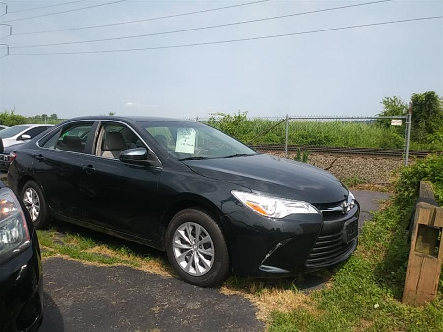 Used Toyota Camry 4dr Sdn I4 Auto LE (Natl) 2015 | 5M Motor Corp. Hamden, Connecticut