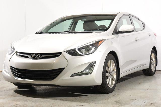 The 2016 Hyundai Elantra SE photos