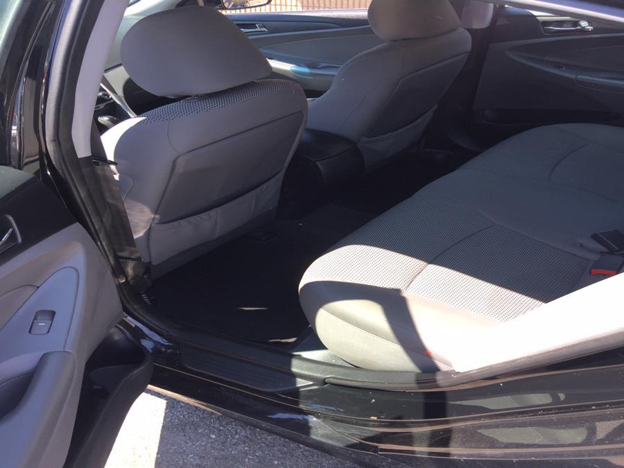 Used Hyundai Sonata 4dr Sdn 2.4L Auto SE 2013 | Mike's Motors LLC. Stratford, Connecticut