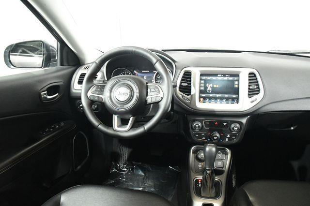 2017 Jeep New Compass Latitude w/ 8.4 Nav / Sunroof photo