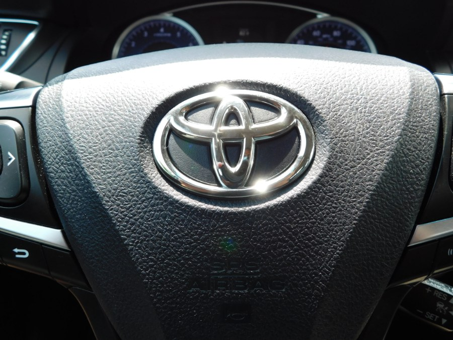 Used Toyota Camry 4dr Sdn V6 Auto XLE (Natl) 2016 | M&M Motors International. Clinton, Connecticut