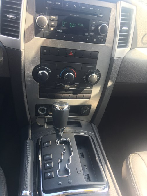 Used Jeep Grand Cherokee 4WD 4dr Laredo 2010 | The Van Depot Inc.. Lindenhurst, New York