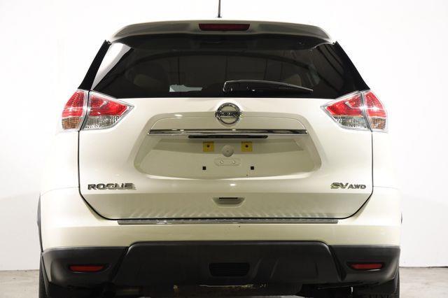 2016 Nissan Rogue SV w/ Nav / Blind Spot photo
